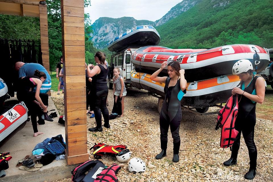 Na rafting po Tarze nie musimy zabierać własnego sprzętu.  Wszystko zapewniają organizatorzy